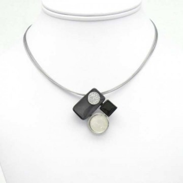 https://totem-tendance.fr/412-thickbox/collier-geometrique-resine-gris-sur-cable-multi-brins.jpg