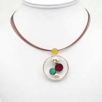 pendentif cercle géométrique en résine multicolore