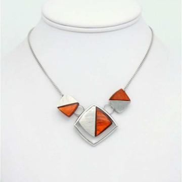 https://totem-tendance.fr/458-thickbox/collier-pendentif-geometrique-resine-colore-sur-monture-argente-griffe.jpg