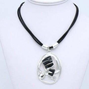 https://totem-tendance.fr/461-thickbox/pendentif-geometrique-resine-effet-marbre-sur-cordon-cuir.jpg